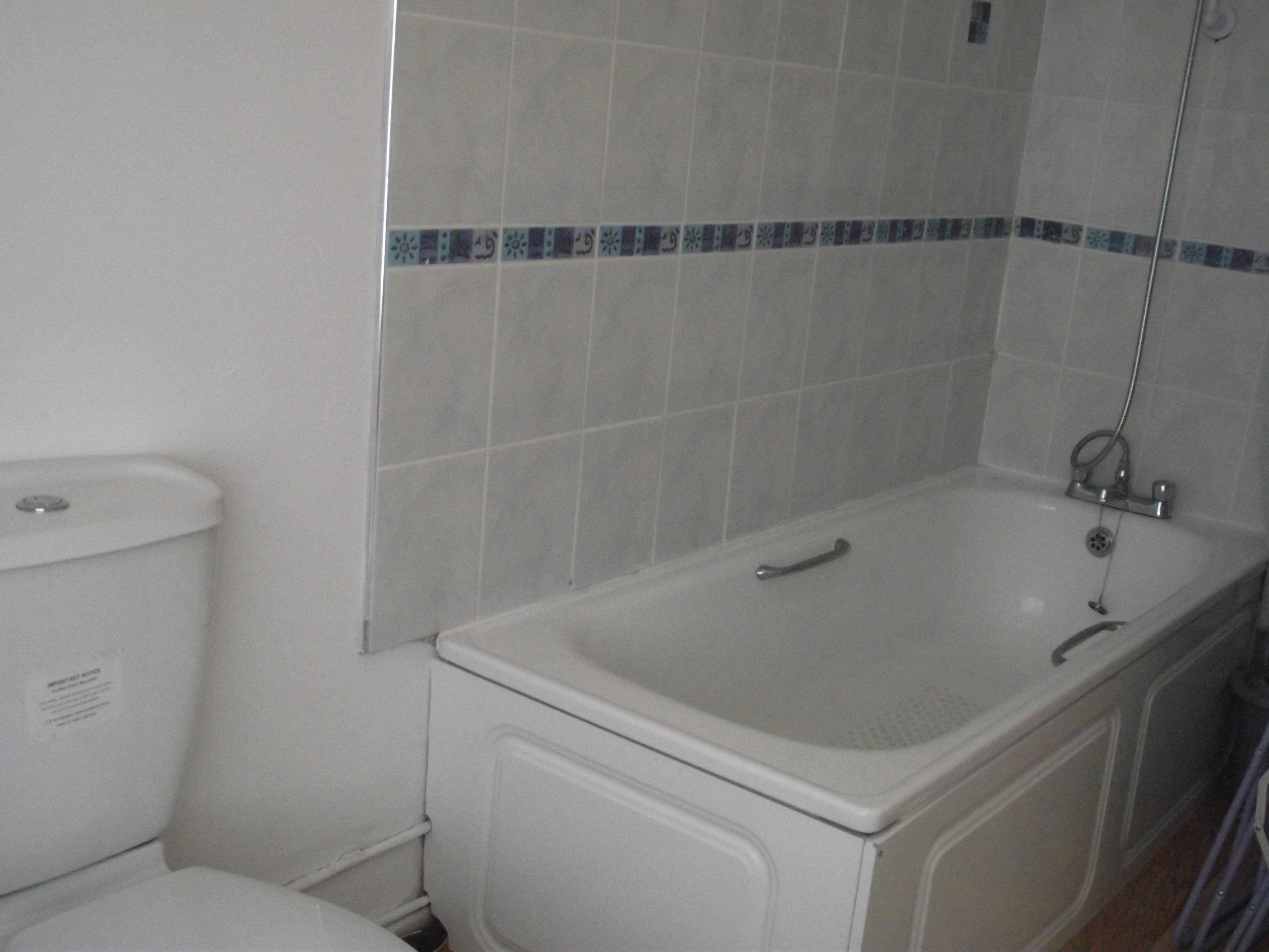 Everything is provided iron and board furniture pine framed bed - Wc avec douchette integree ...